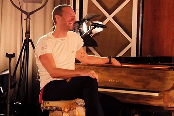 "Coldplay Frontman Chris Martin ""Worried"" He Was Gay"