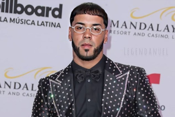Anuel AA Changes His Face With Tattoo