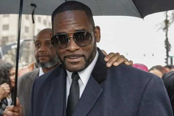 R. Kelly's Former Manager Working On A SNITCH Plea Deal