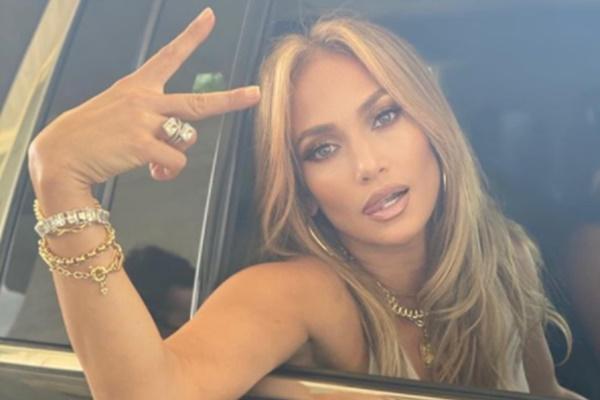 """Jennifer Lopez Says """"Dueces"""" To Alex Rodriguez; Split Official"""