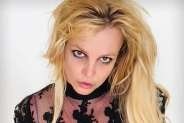Britney Spears' Longtime Manager Larry Rudolph QUITS