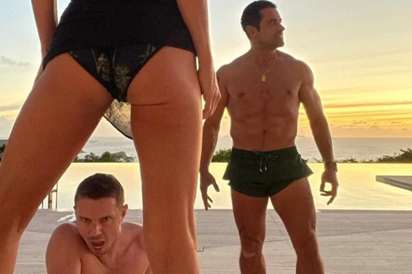 Kelly Ripa + Mark Consuelos Post 'Sizzle' Pic For Jake Shears' Birthday